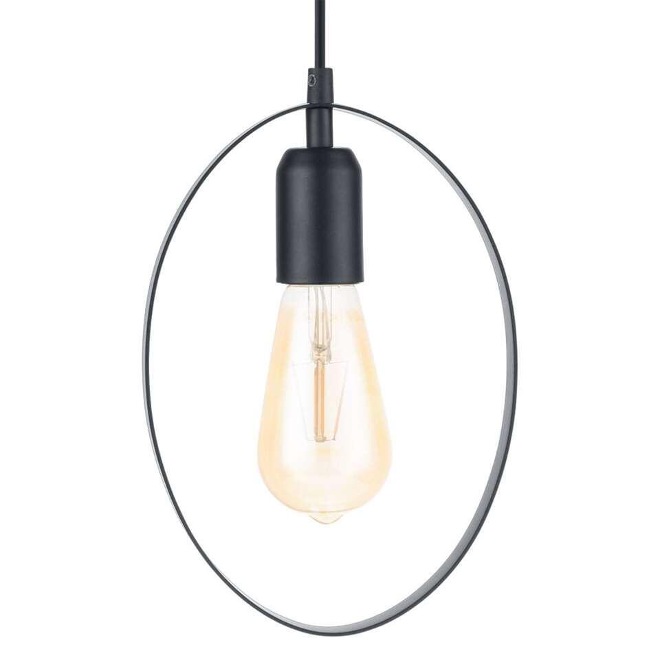 La suspension Bedington d'EGLO est une suspension moderne et minimaliste faite d'acier avec une finition noire brillant de la soie.