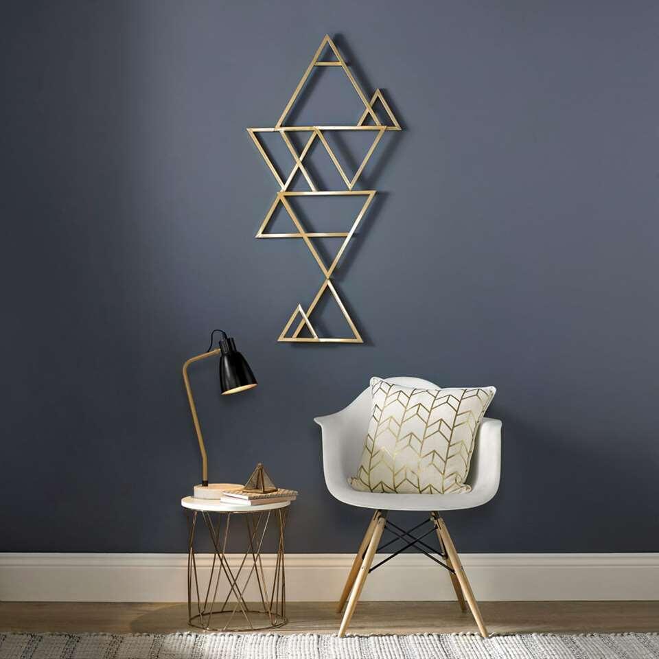 Art for the Home art métallique Kaléidoscope attire l'oeil dans votre intérieur. Cette oeuvre d'art dorée fait revivre votre mur. Kaléidoscopea des dimensions de 120x60 cm et est pourvu d'un crochet de suspension.